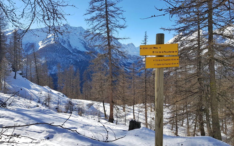 Sur le chemin de notre randonnée en raquettes en pleine montagne, dans la neige, les pentes sont parfois très raides