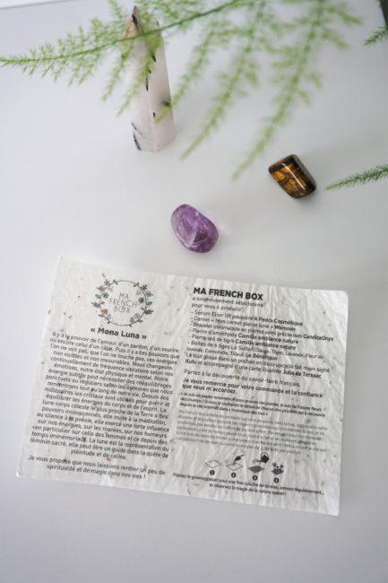 Récapitulatif du contenu Mona Luna de Ma French Box du mois de février 2019 sur papier ensemencé avec une améthyste roulée et un oeil de tigre roulé