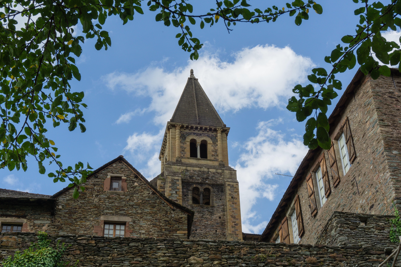 Abbaye Sainte Foy vue des jardins village médiéval conques