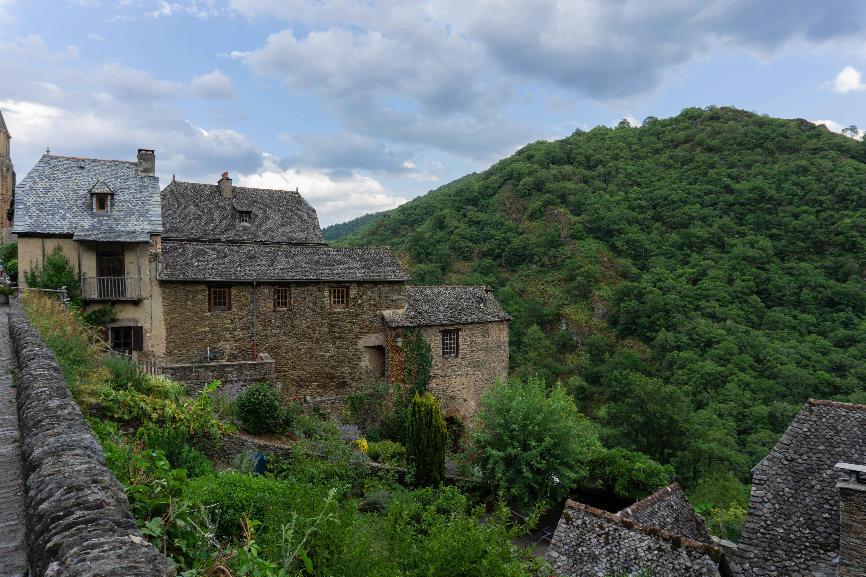 Maisons à l'entrée du village